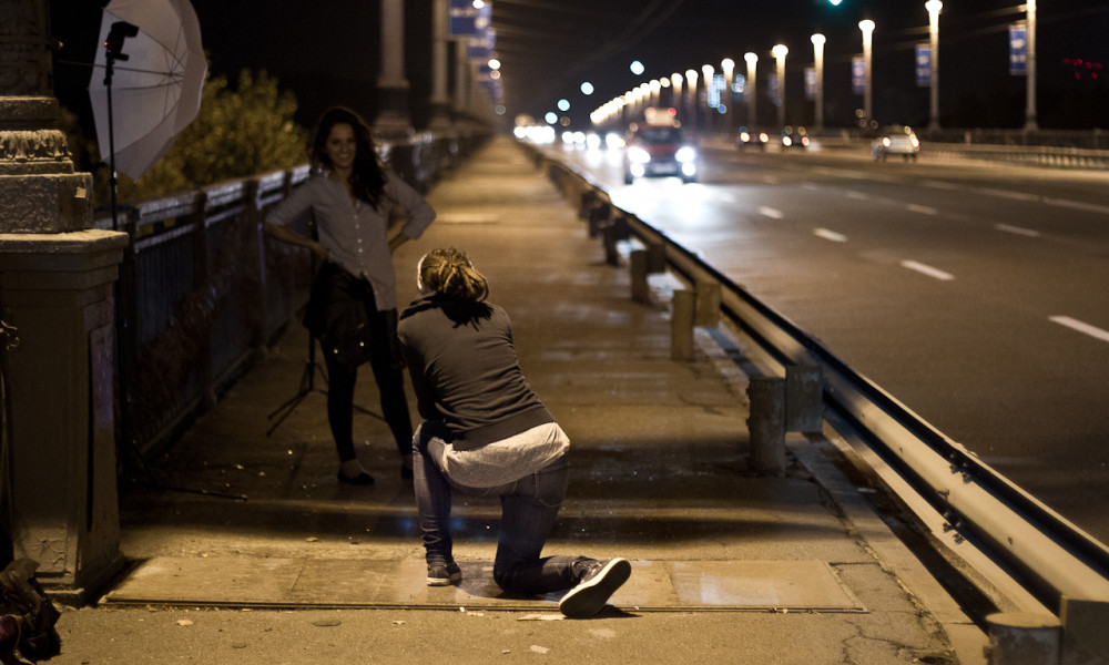 girl-on-night-bridge-006