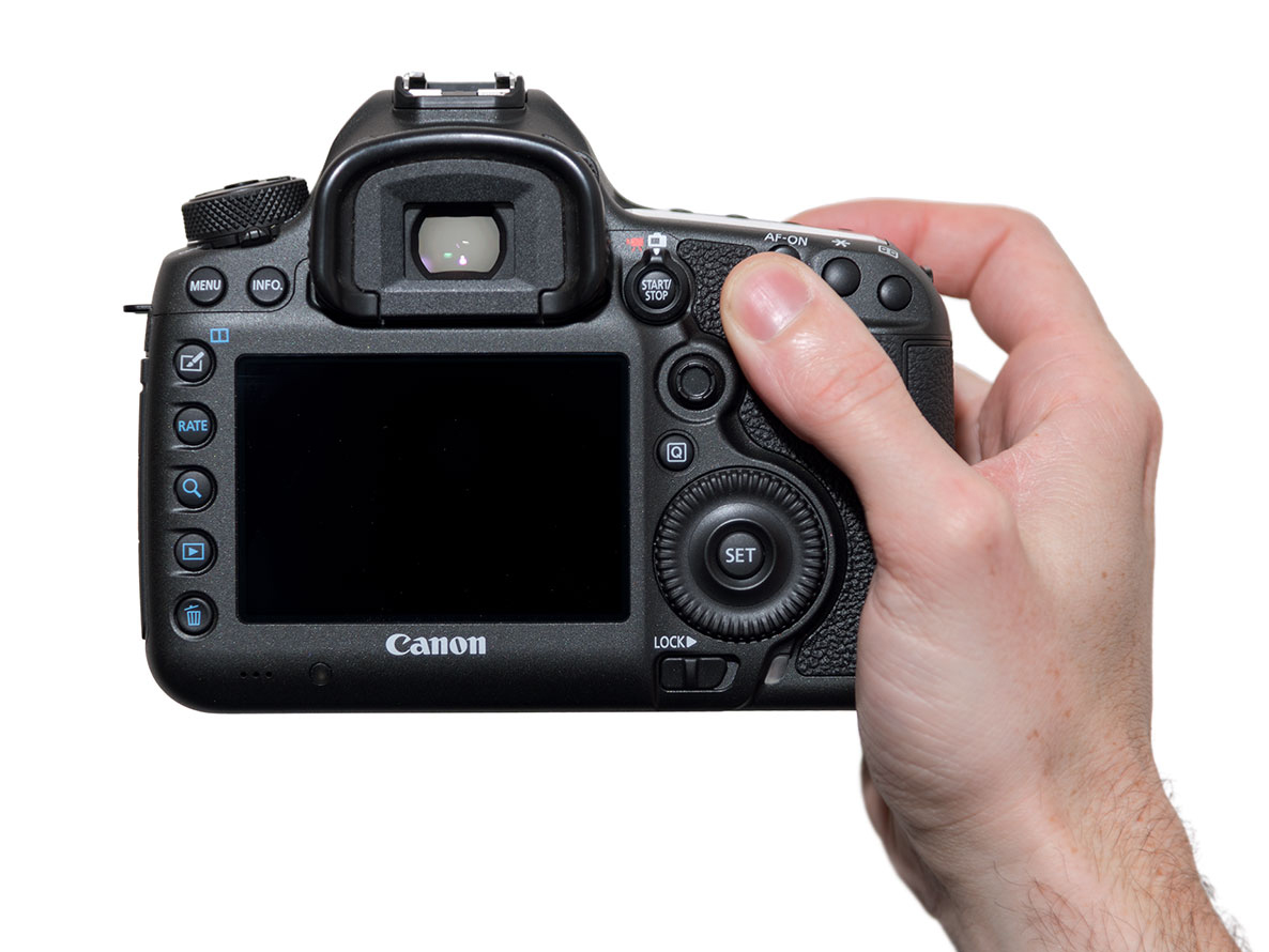 canon-eos-5ds-hand