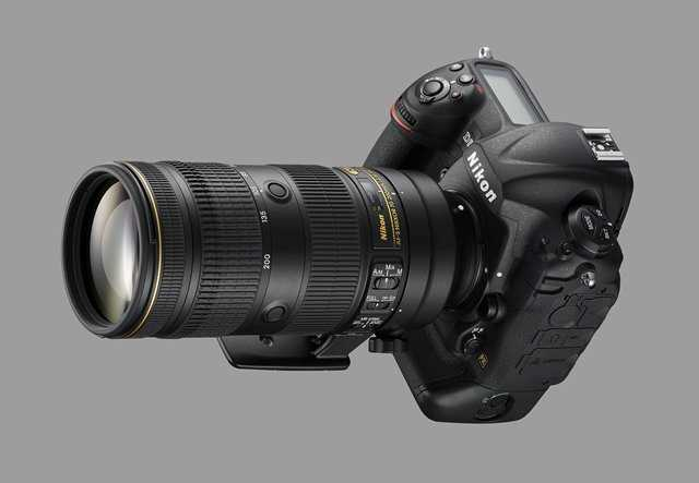 nikon-af-s-nikkor-70-200mm-f2-8e-fl-ed-vr-lens-on-nikon-dslr-camera
